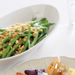 Sauteed green beans with hazelnut gremolata