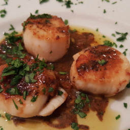 Scallops With Earl Grey-Orange Beurre Blanc