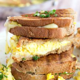 scrambled-egg-grilled-cheese-1697169.jpg