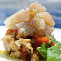 Sea bass Tartar with fresella bread