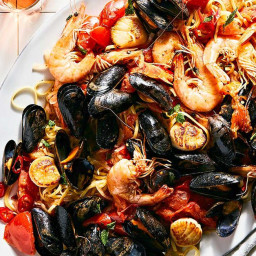 seafood-pasta-with-tomatoes-ch-0935ec-f9a2f6d0fd1e00011631af96.jpg