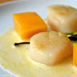 Seared Sea Scallops with Vanilla Sauce and Fresh Mango