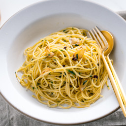 Shiso Garlic Pasta 青じそペペロンチーノ • Just One Cookbook