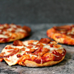 Simple Cheese and Bacon/Pancetta Pizza