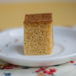 Simple Eggless Vanilla Sponge Cake Recipe