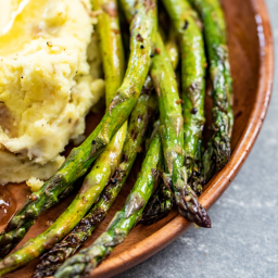 Simple Grilled Asparagus with Lemon