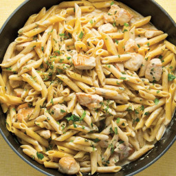 Simple One-Skillet Chicken Alfredo Pasta
