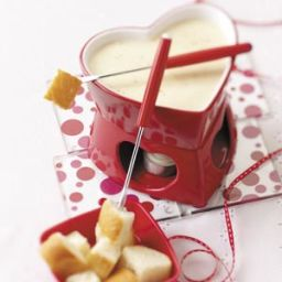 simple-swiss-cheese-fondue-recipe-2.jpg