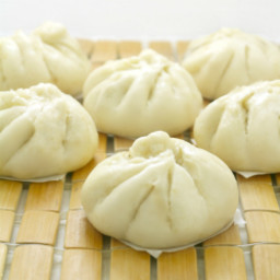 Siopao -Asado (Steamed buns with chicken filling)