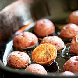 skillet-roasted-rosemary-potatoes-1545745.jpg