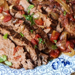 Slow Cooker Beef Brisket with Carrots and Tomatoes