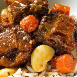 slow-cooker-oxtail-and-butter-beans-1723587.jpg