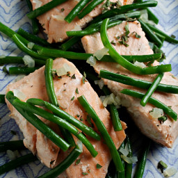 Slow-Cooker Salmon With Shallot and Green Beans