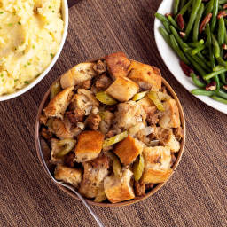 Slow Cooker Saus'age Stuffing