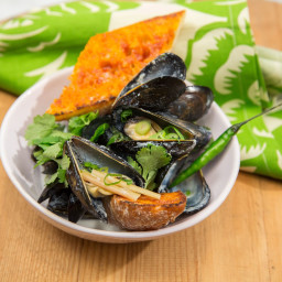 Slow-Cooker Thai Coconut Mussels