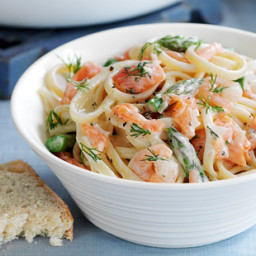Smoked salmon and prawn linguine recipe