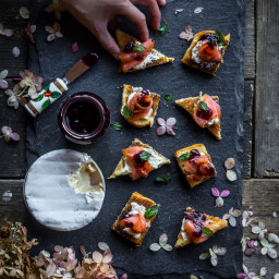 Smoked salmon canape (16 pieces)
