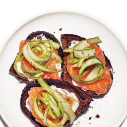 Smoked Salmon with Asparagus Toasts