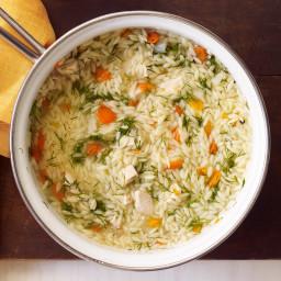 Soupe à l'orzo, aux légumes et au poulet