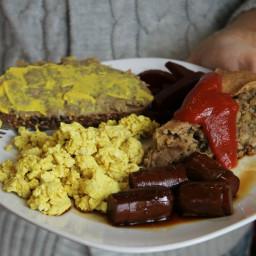 Soupe aux pois végétalienne avec lardons de tofu fumé