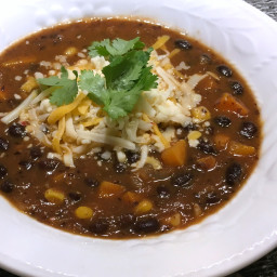 Souper aux haricots noirs et aux légumes à la mexicaine