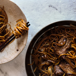 Soy Sauce Beef and Onion Fried Noodles