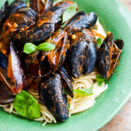 Spaghetti with Mussels and Spinach
