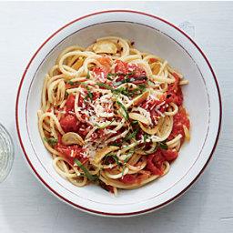 Spaghetti with Toasty Garlic Tomato Sauce