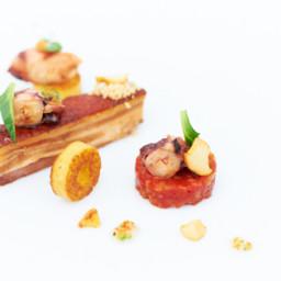 Speenvarken, octopus, tomaat, polenta, gepekelde champignons