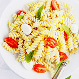 Spicy Caprese Pasta Salad
