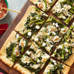 Spinach and Fresh Mozzarella Pizzawith Olives, Bell Pepper and Ricotta Sala