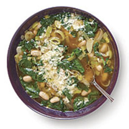 Spinach and Leek Soup with Garlic and Cannellini Beans