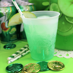 St Patrick's Day Party - 7UP® Green Apple Lemonade Spritzer