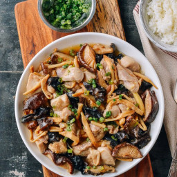 Steamed Chicken with Mushrooms & Dried Lily Flowers