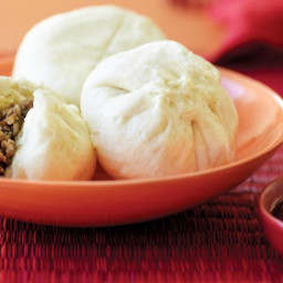 Steamed Chinese five-spice chicken buns