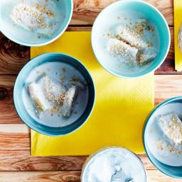Stewed bananas in coconut cream (gluay buadt chee)