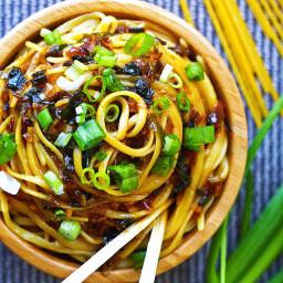 Sticky Garlic Quinoa Noodles {An's Famous Garlic Noodles Copycat, 15 minute