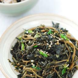 Stir-fried Aster Scaber (Chwinamul Bokkeum)