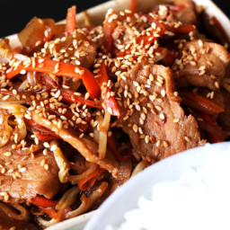 Stir-fried Pork with Onions and Beans Sprouts