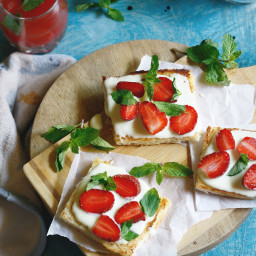 Strawberry cottage cheese toastie with balsamic glaze
