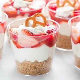 Strawberry Pretzel Yogurt Salad Cups
