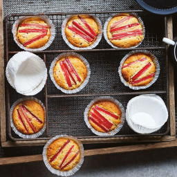 Sugar-free rhubarb and almond muffins