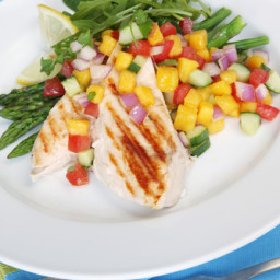 Summer Salad of Grilled Chicken, Spinach And Mango