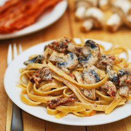 Sun-dried tomato & mushroom pasta in basil & garlic sauce