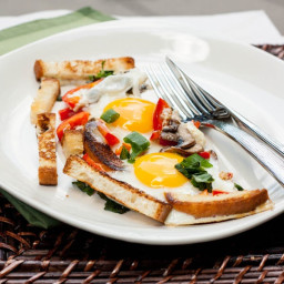 Sunny Side Up Eggs with Mushrooms, Tomatoes and Onions (???????)