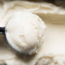 Suuuper Creamy Keto Vanilla Ice Cream 🍦