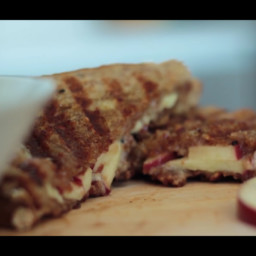 Sweet Apple and Brie Grilled Cheese Sandwich