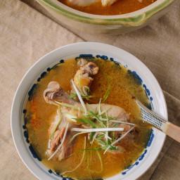 Taiwanese Sesame Oil Chicken Soup (台湾麻油鸡汤)