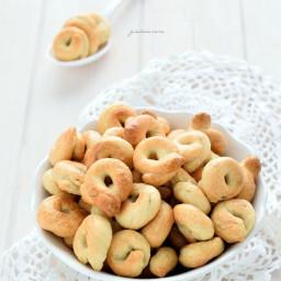 Taralli pugliesi al rosmarino e semi di sesamo (con farina di Kamut)