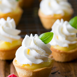 Tartlets with Lemon Curd and Whipped Cream (Korzinki)